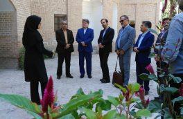 مهدی شفیعی مدیر کل هنرهای نمایشی ایران از موزه های مجموعه فرهنگی- تاریخی باغ اکبریه بیرجند   بازدید نمود.