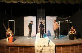 اجرای نمایش خواب برهنه برف به کارگردانی مسعود رونقی در قاین