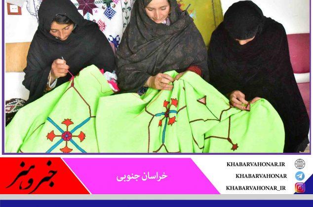 جشن رنگ هار را در سوزن دوزی روستای ماه بانو با عکس های حمید اکبری ببینید