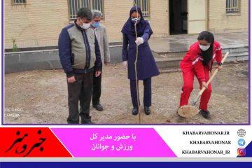 به همت هیات هاکی خراسان جنوبی غرس ٨ اصله نهال به یاد ٢٠٠٠ شهید و ۶۵ شهید ورزشکار استان